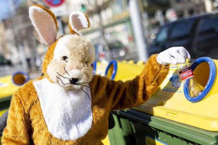 Auch der Osterhase sammelt mit: Jetzt mit RecycleMich-App köstliche Manner-Osterüberraschungen gewinnen!
